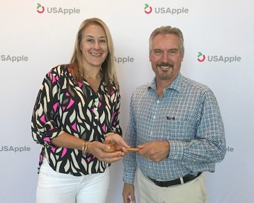 Feature - Gavel passes to new USApple board chair